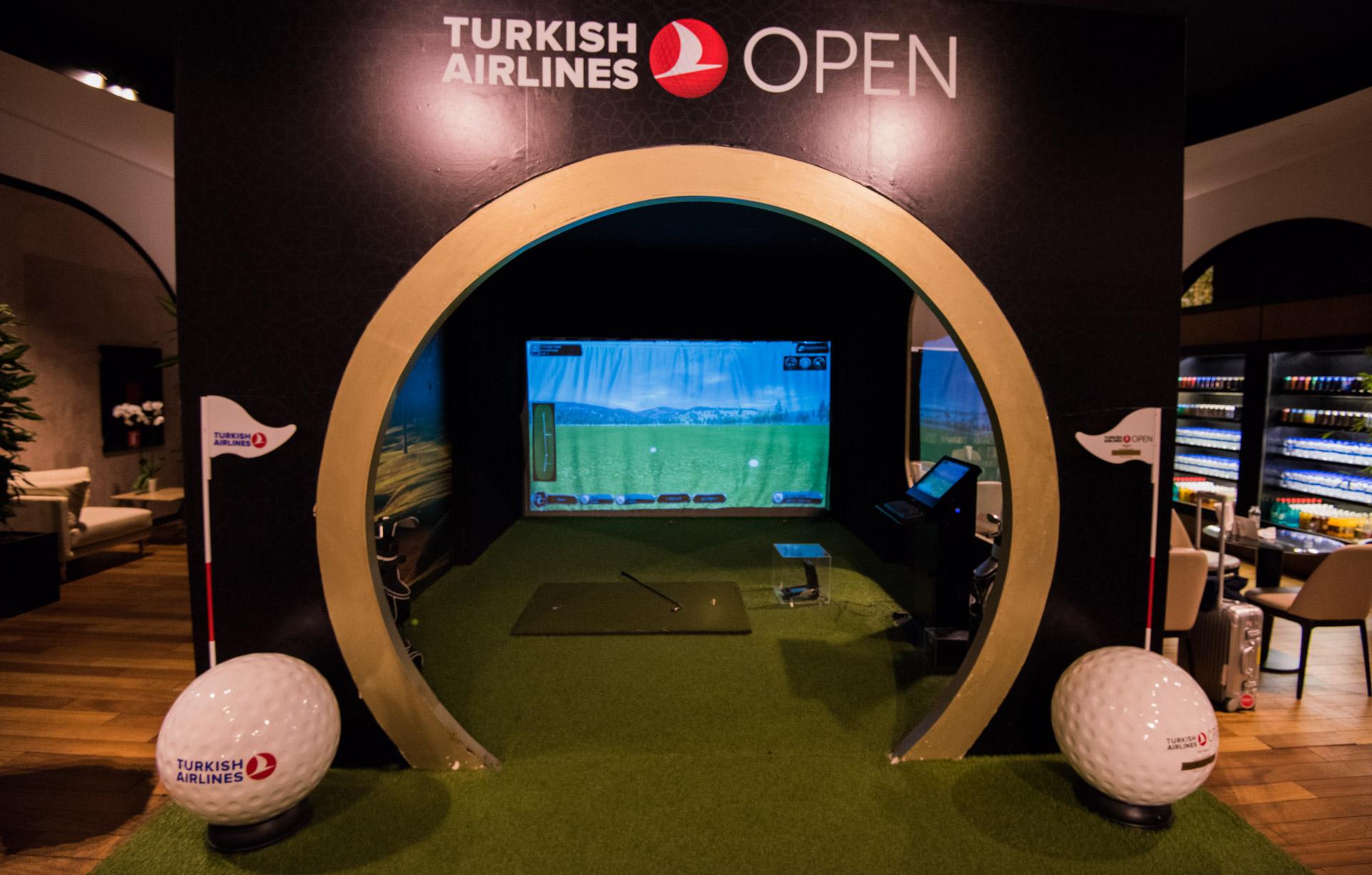 Gratis golfbag med Turkish Airlines, och gratis golfsimulator i loungen.