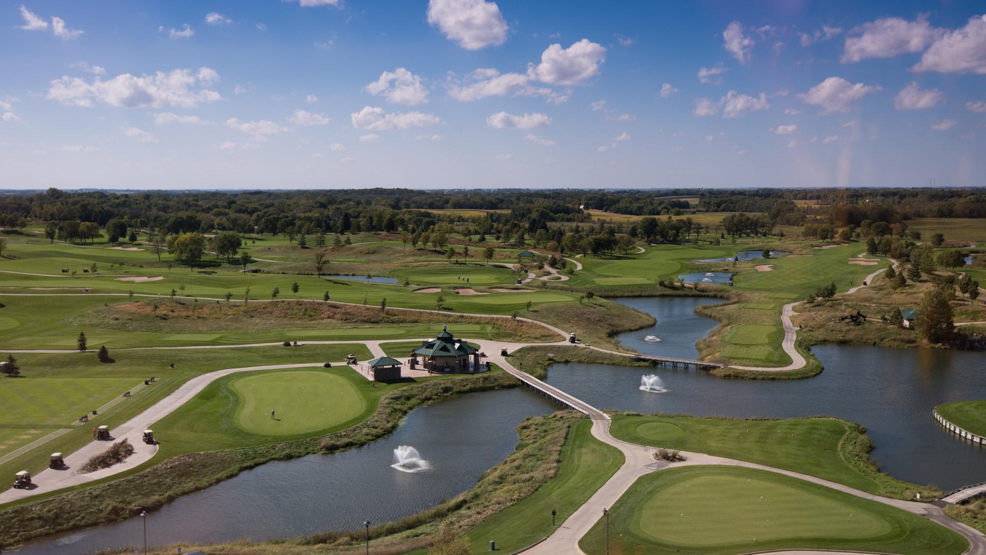 Golf och kasino i Mystic Lake. Här ser vi golfbanan från toppen av hotellet/kasinot.